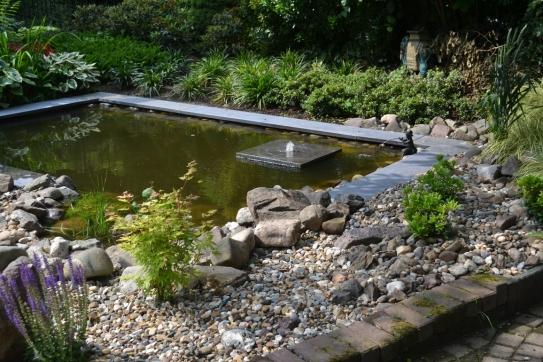 Het palet tuinontwerp kleine tuin for Vijver voor kleine tuin