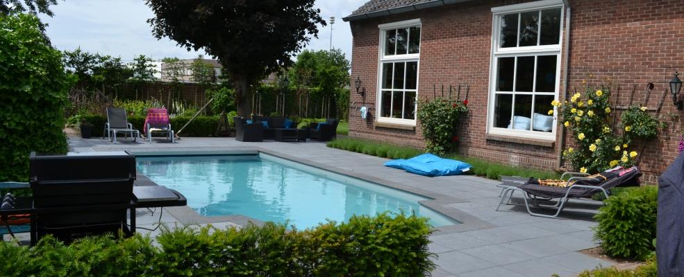 Zwembad in achtertuin kleine kastjes voor aan de muur for Zwembad achtertuin